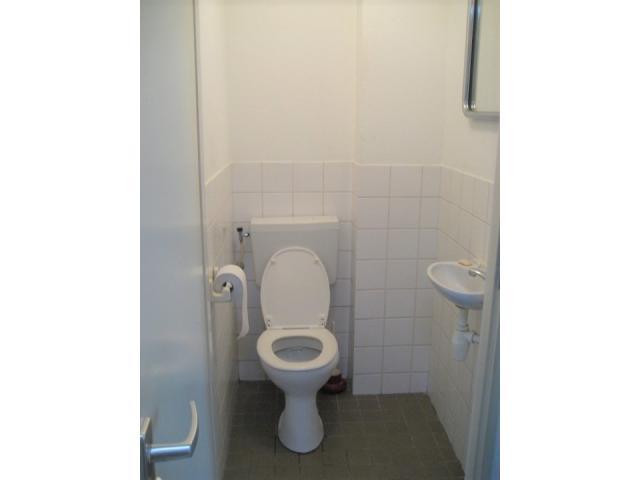 2e_toilet_77638100