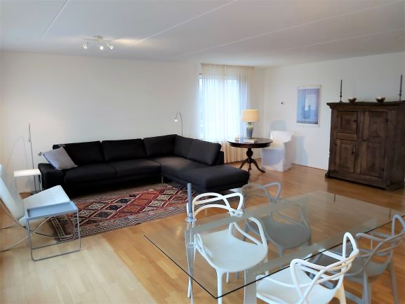 RENTED OUT – Amsterdam South, Kanteel