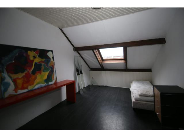 attic_bedroom_69640000