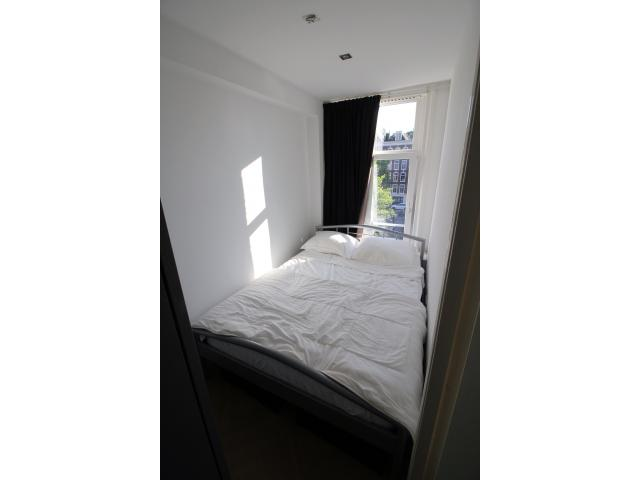 bedroom_2_25058400